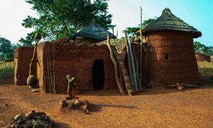 """Le """"Soukala"""", un habitat traditionnel en pays Lobi (Archives)"""
