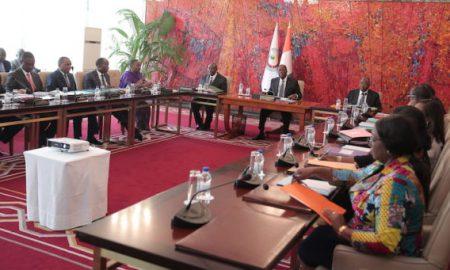 Les membres du Conseil présidentiel de santé réunis autour du président de la République, Alassane Ouattara