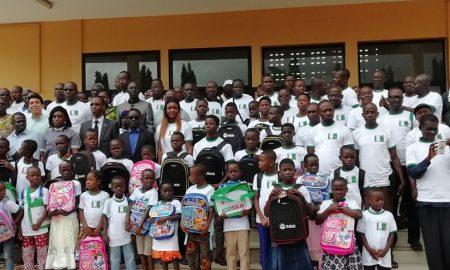 La société coopérative des producteurs de caoutchouc naturel Nioupin Bénié de Bettié a offert vendredi 500 kits scolaires aux enfants de ses membres.